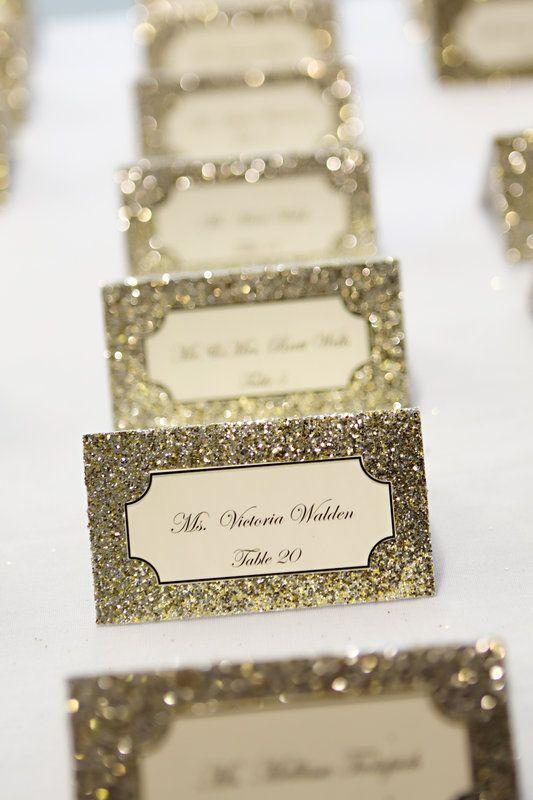 Inspirations pour un mariage doré | Escort Cards | présenté par La Mariée Sous Les Etoiles