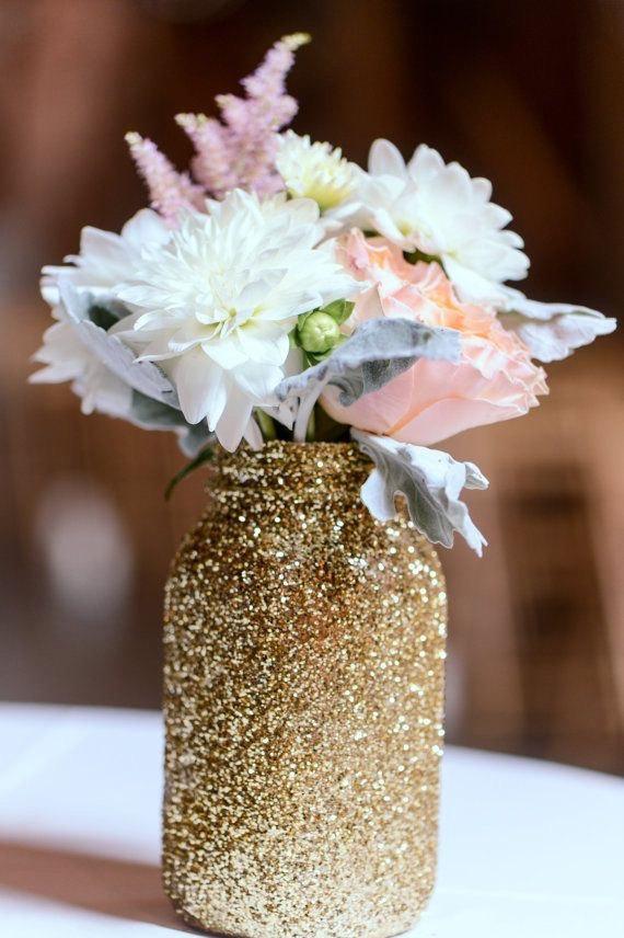 Inspirations pour un mariage doré | Mason jar doré | présenté par La Mariée Sous Les Etoiles