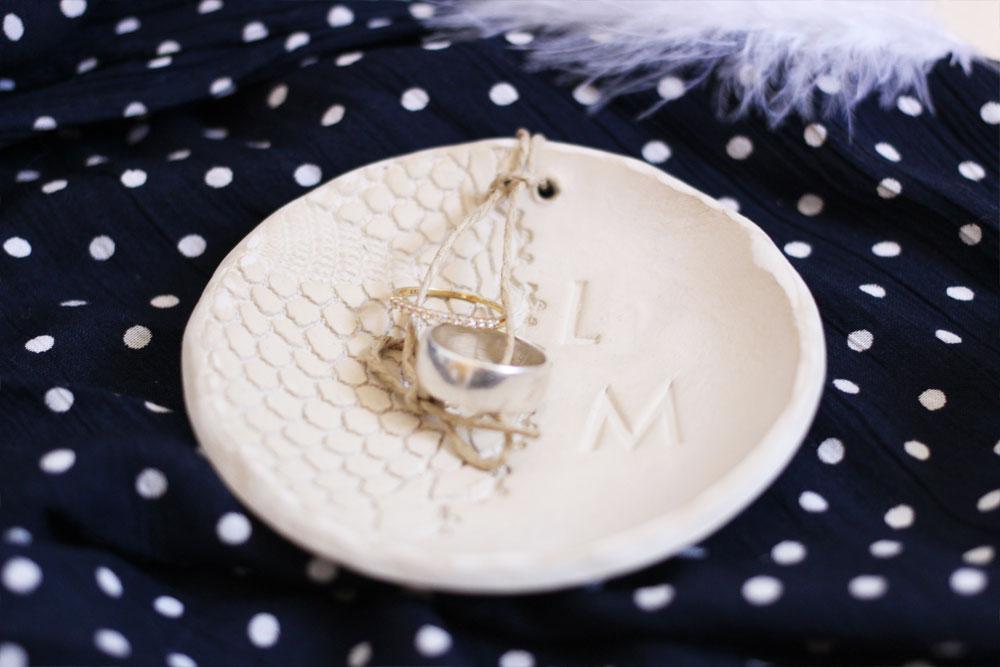DiY- Comment réaliser un porte-alliance original en argile | Blog mariage & DIY | La Mariée Sous Les Etoiles