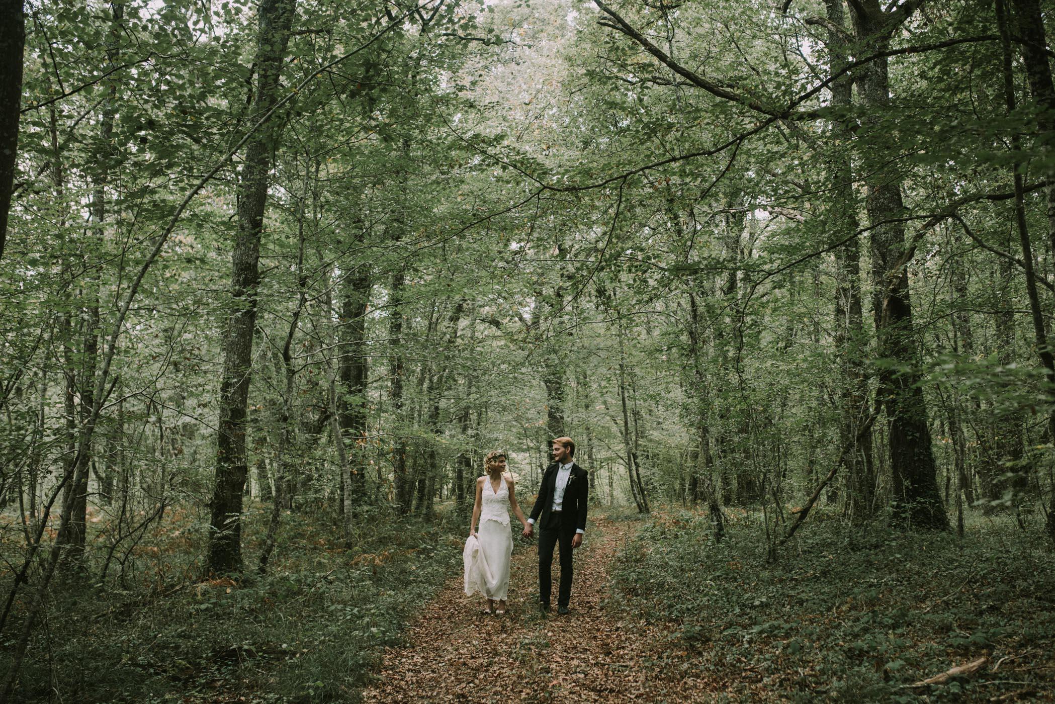 sun-drops-down-shooting-dinspiration-automnal-sous-les-bois-en-dordogne-blog-mariage-la-mariee-sous-les-etoiles-photo-mira-al-pajarito-10