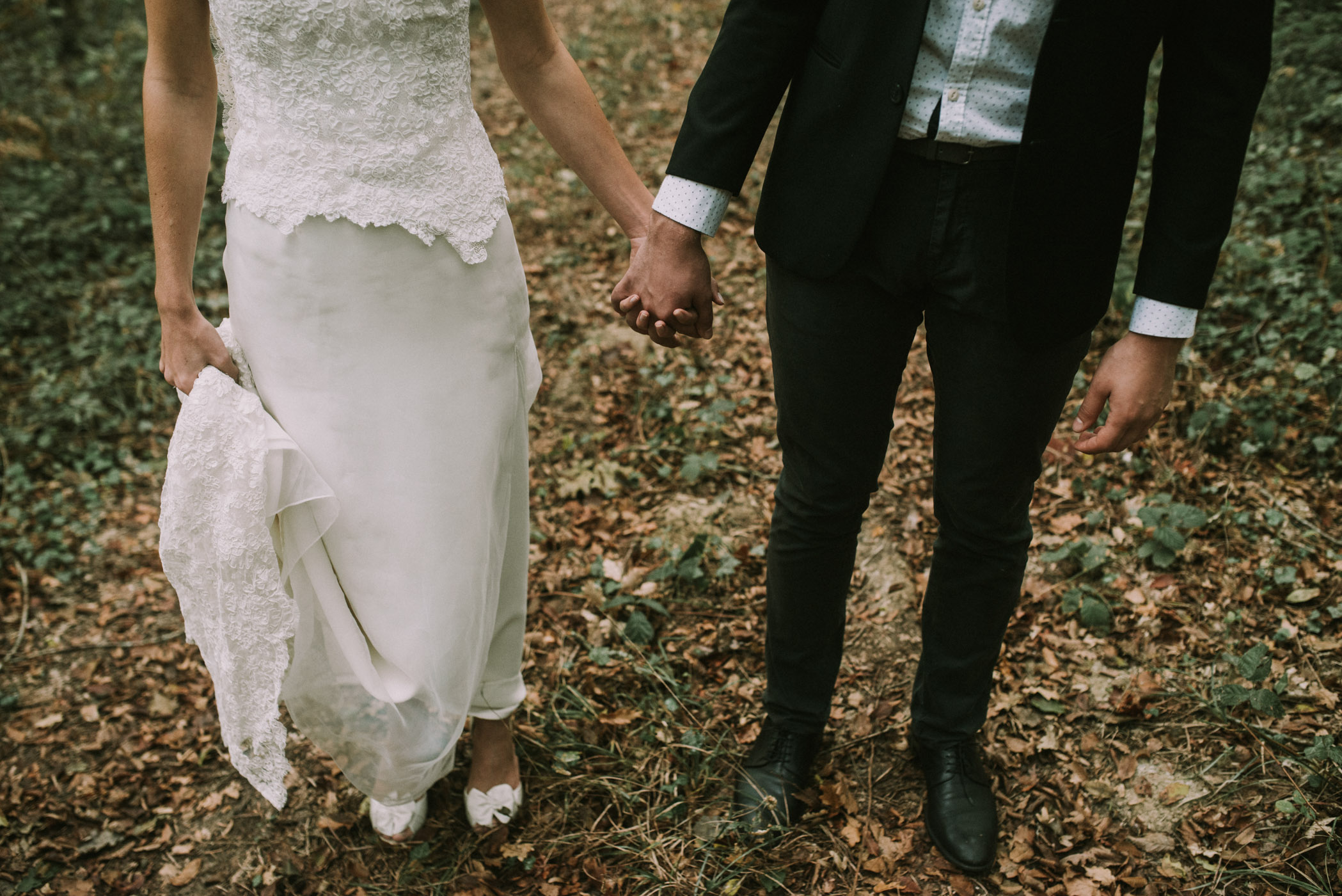 sun-drops-down-shooting-dinspiration-automnal-sous-les-bois-en-dordogne-blog-mariage-la-mariee-sous-les-etoiles-photo-mira-al-pajarito-12