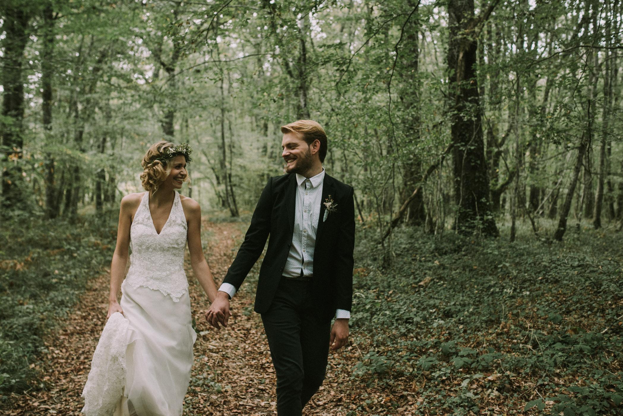 sun-drops-down-shooting-dinspiration-automnal-sous-les-bois-en-dordogne-blog-mariage-la-mariee-sous-les-etoiles-photo-mira-al-pajarito-13