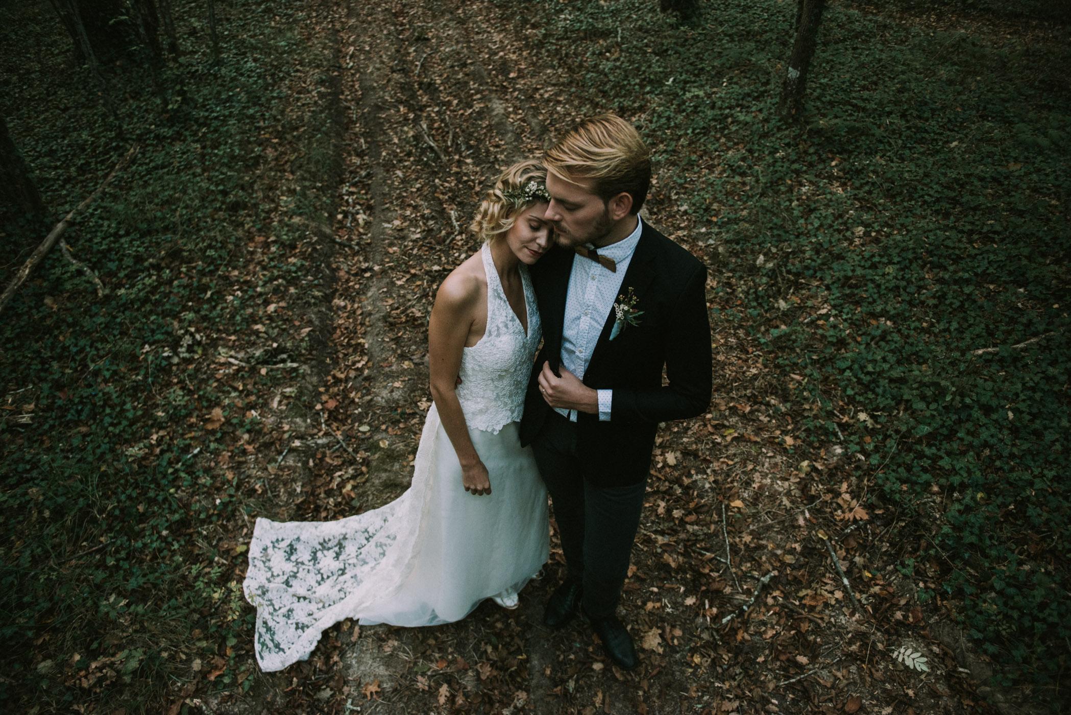 sun-drops-down-shooting-dinspiration-automnal-sous-les-bois-en-dordogne-blog-mariage-la-mariee-sous-les-etoiles-photo-mira-al-pajarito-22