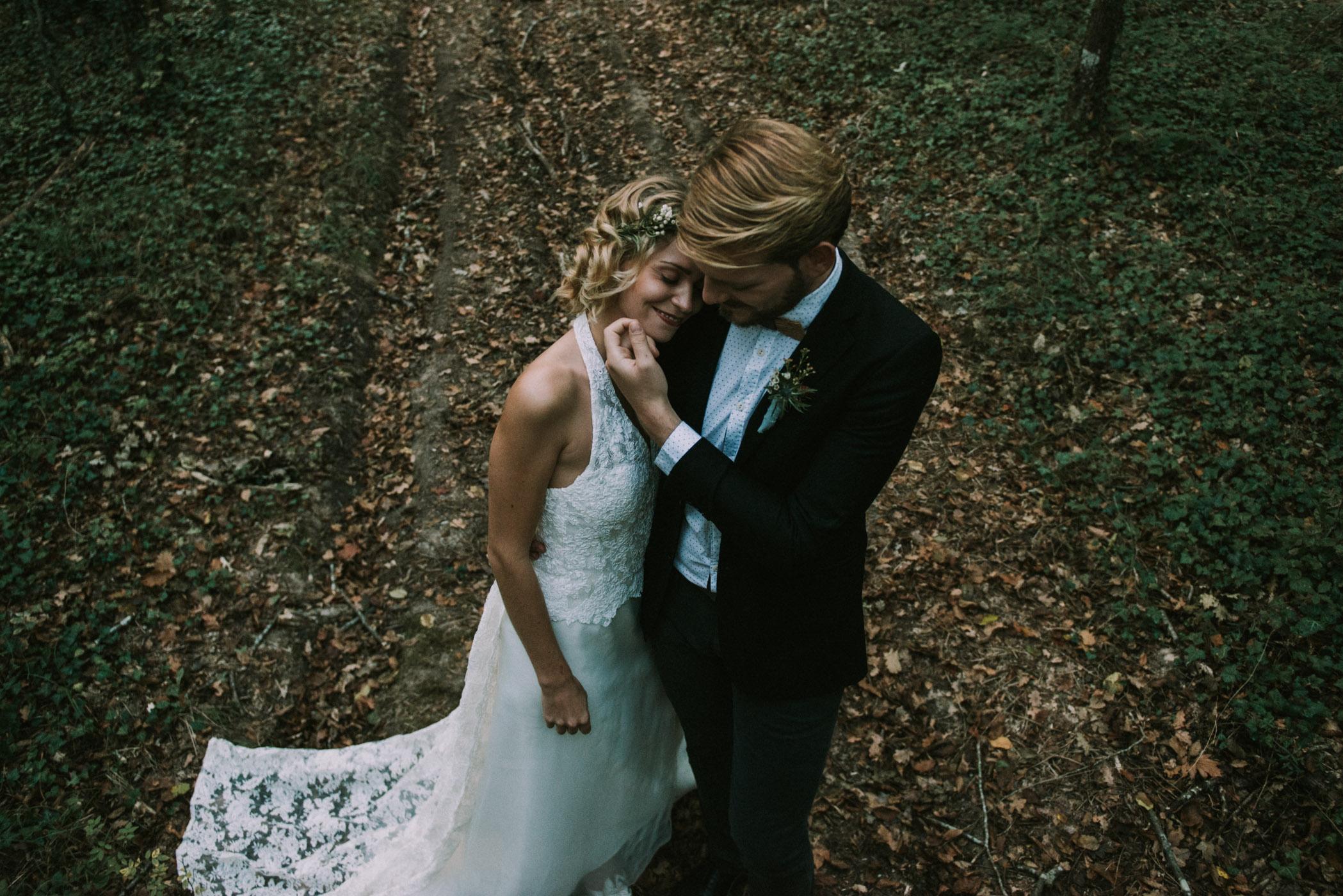 sun-drops-down-shooting-dinspiration-automnal-sous-les-bois-en-dordogne-blog-mariage-la-mariee-sous-les-etoiles-photo-mira-al-pajarito-23