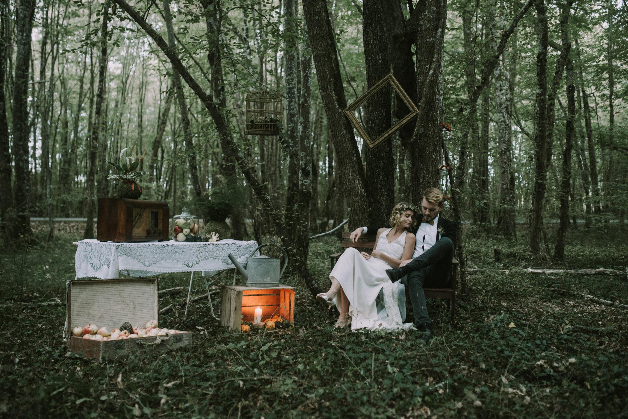 sun-drops-down-shooting-dinspiration-automnal-sous-les-bois-en-dordogne-blog-mariage-la-mariee-sous-les-etoiles-photo-mira-al-pajarito-30
