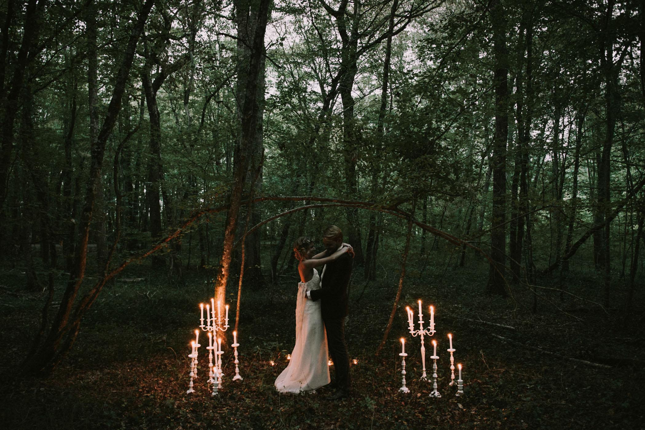 sun-drops-down-shooting-dinspiration-automnal-sous-les-bois-en-dordogne-blog-mariage-la-mariee-sous-les-etoiles-photo-mira-al-pajarito-36