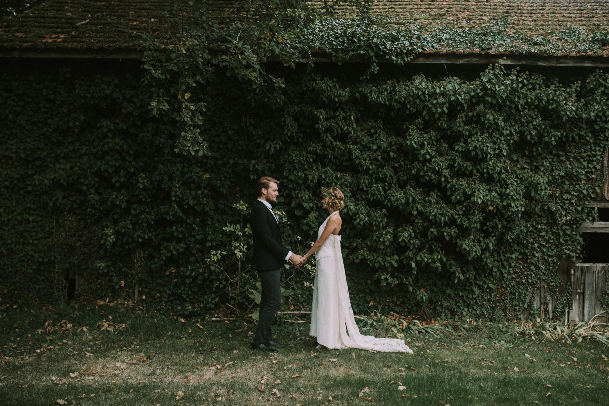 sun-drops-down-shooting-dinspiration-automnal-sous-les-bois-en-dordogne-blog-mariage-la-mariee-sous-les-etoiles-photo-mira-al-pajarito-51