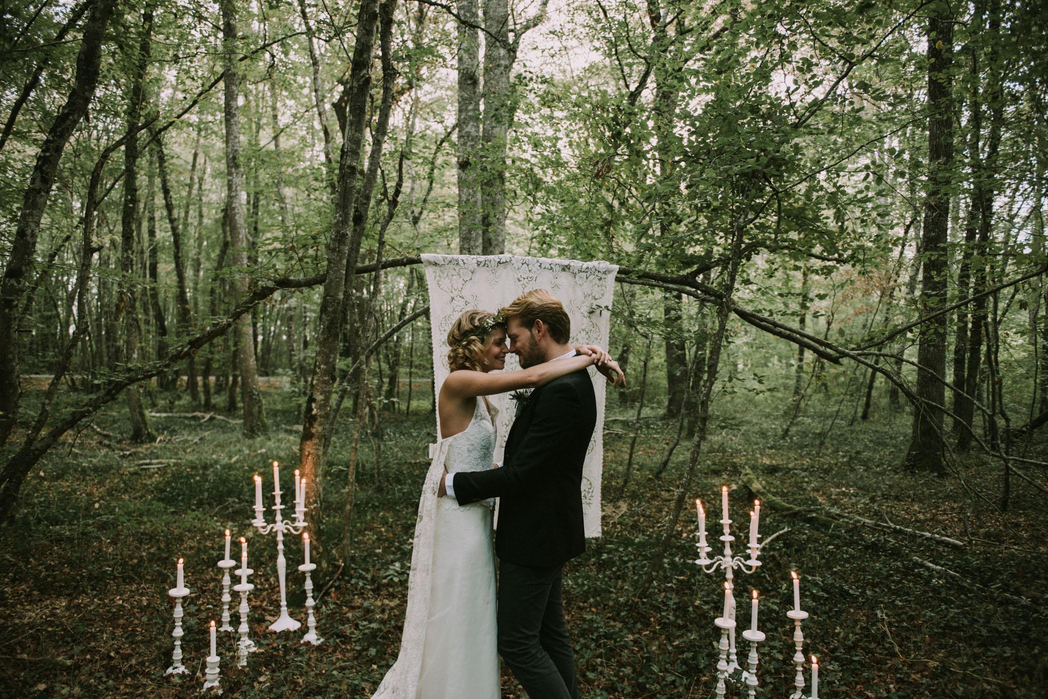 sun-drops-down-shooting-dinspiration-automnal-sous-les-bois-en-dordogne-blog-mariage-la-mariee-sous-les-etoiles-photo-mira-al-pajarito-86