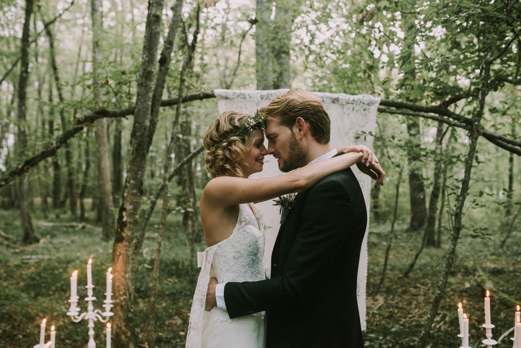 sun-drops-down-shooting-dinspiration-automnal-sous-les-bois-en-dordogne-blog-mariage-la-mariee-sous-les-etoiles-photo-mira-al-pajarito-91