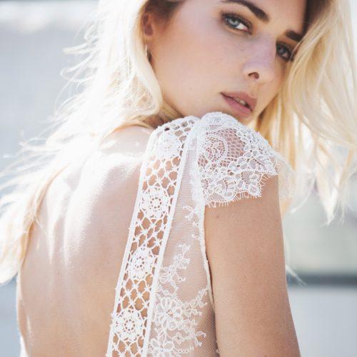Découvre sur le blog la nouvelle collection 2018 de robes de mariée de la jeune marque lyonnaise Caroline Takvorian
