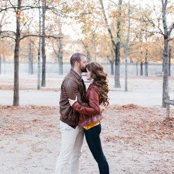 Natasha Thibault portrait de deux amoureux au jardin des Tuileries Paris | Fabien Colin | La Mariée Sous Les Etoiles