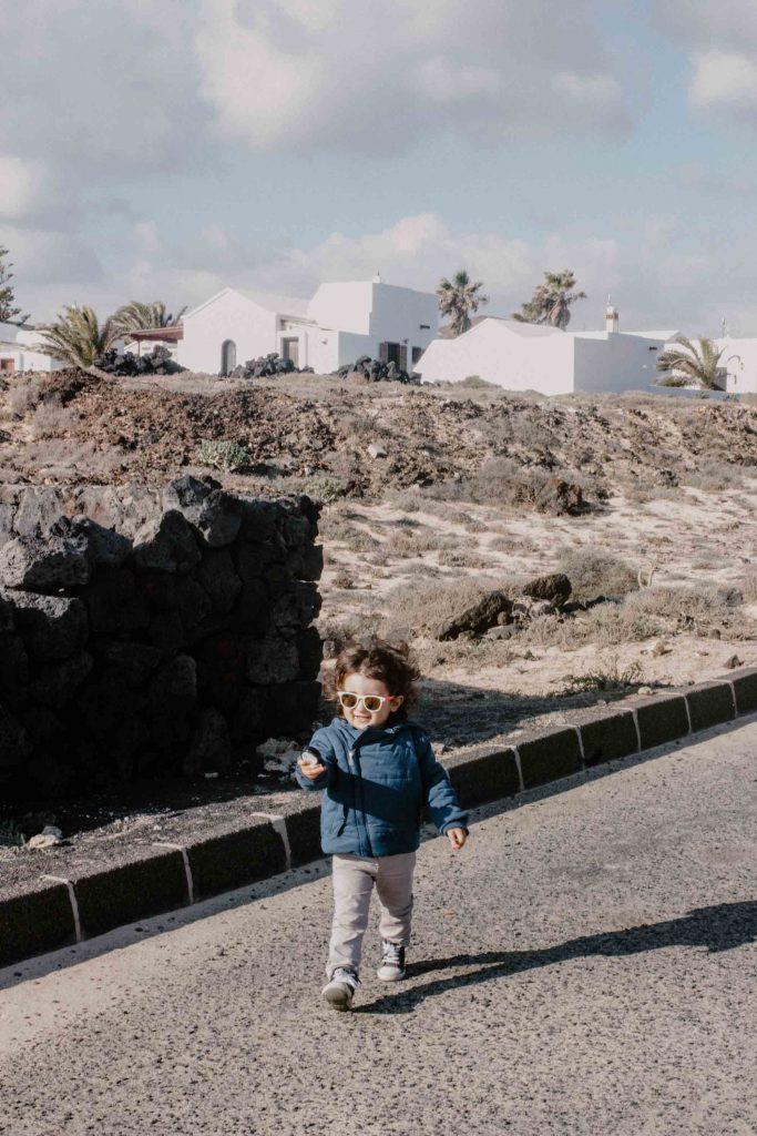 Voyager en van aux Canaries | Découvrir Lanzarote en famille en mode slowlife | La mariée sous les étoiles