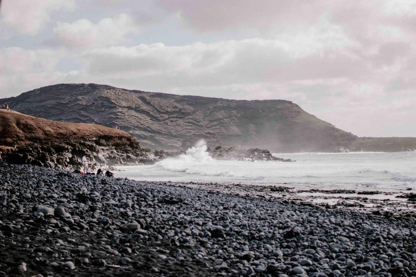 El Golfo LZ-703 | Voyager en van aux Canaries | Découvrir Lanzarote en famille en mode slowlife | La mariée sous les étoiles