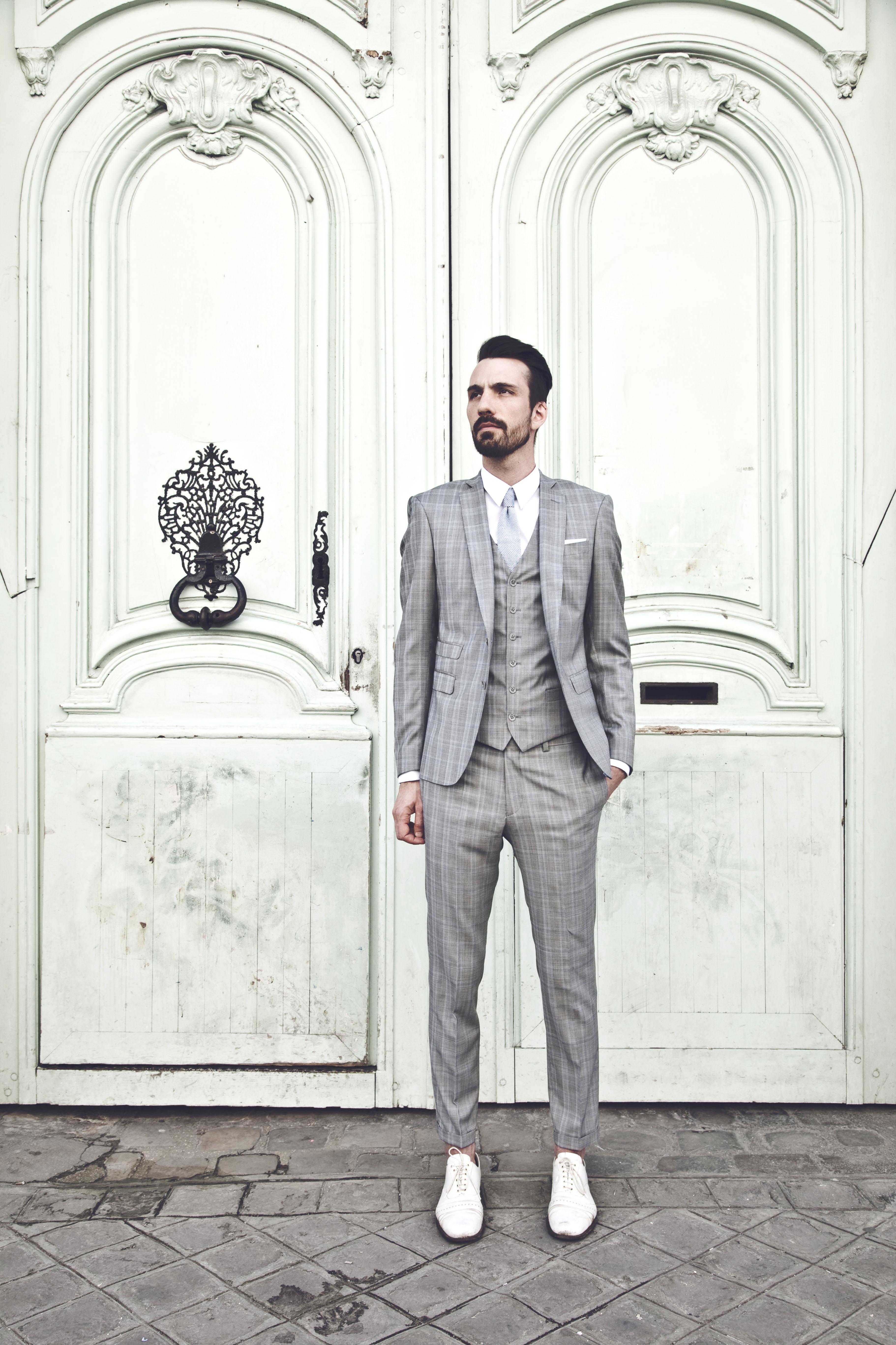 L'apiéceur sur mesure | Costumes sur-mesure | Costume sur-mesure en Prince de Galles, gris clair | Blog Mariage | La Mariée Sous Les Etoiles