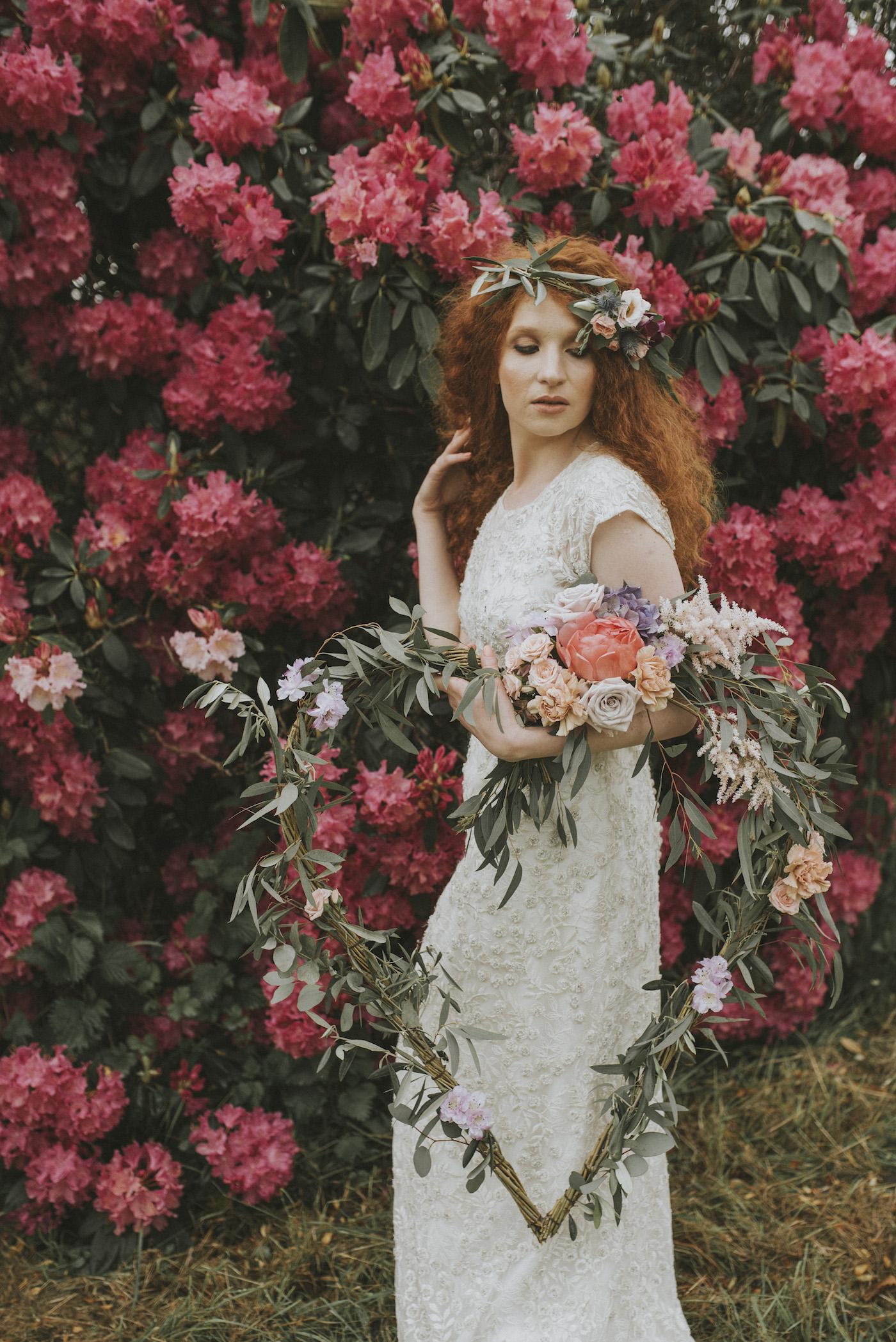 Shooting d'inspiration EVJF • A bohemian picnic over the rainbow   Crédit Marie Marry Me   Blog mariage La Mariée Sous Les Etoiles